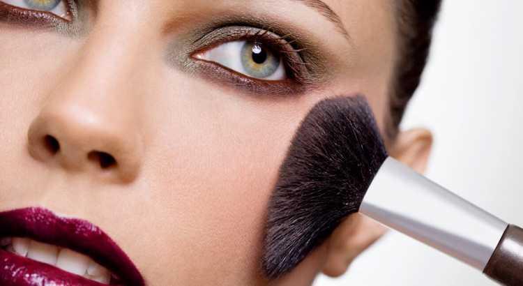 Resultado de imagem para ganhando dinheiro com maquiagem